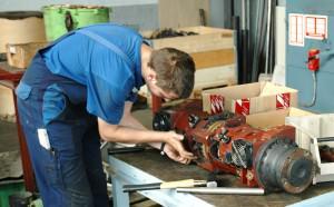 Reparatur einer Fahrachse für einen Elektrostapler